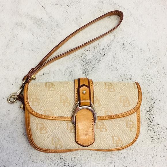 Dooney & Bourke Handbags - Dooney & Bourke logo leather wristlet